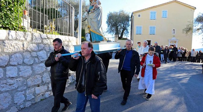 Procession lors de la Chandeleur à l'Abadie (2015)